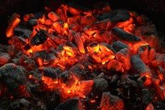 闷烧的煤炭 库存图片