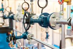 闸式阀,水管道,热电路 免版税库存图片