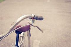 闸葡萄酒自行车 免版税库存照片