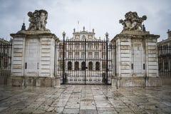 主闸,阿雷胡埃斯庄严宫殿在马德里,西班牙 免版税库存图片