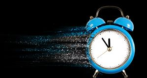 闹钟作为唤醒特写镜头的早晨的标志 库存图片