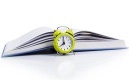 闹钟和书 免版税库存照片