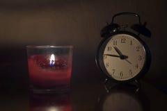 闹钟和蜡烛 免版税库存照片
