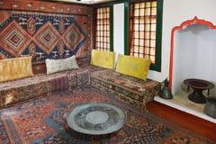 闺房客厅内部在可汗的宫殿 免版税库存照片