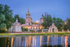 阁下的十字架的兴奋的寺庙在Altufevo M 库存照片