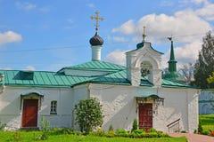 阁下的介绍的教会有医院事例的在假定修道院里在亚历克萨尼昂,俄罗斯 免版税库存图片