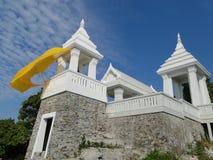 阁下菩萨的寺庙住房脚印在Ko Sichang 库存照片