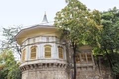 队伍报亭是16世纪历史大厦,土耳其 库存图片