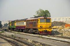 队伍火车乘Alsthom柴油电力机车带领了 库存照片