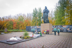仪仗队在一座纪念碑的对死了苏联士兵 库存照片