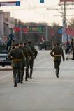 仪仗队在一次军事游行的 库存照片