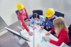 年轻队开一次会议在建筑师事务所 图库摄影