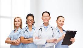 队或小组女性医生和护士 免版税库存图片