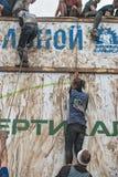 队猛冲在extrim种族的大墙壁 秋明州 俄国 库存照片