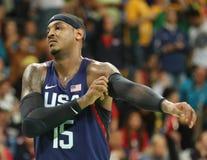 队美国的奥林匹克冠军卡梅隆・安东尼在行动的在小组A在队美国和澳大利亚之间的篮球比赛 图库摄影