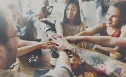 队遇见合作概念的团结朋友 免版税库存图片