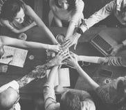 队遇见合作概念的团结朋友 免版税图库摄影
