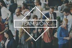 队配合Teambuilding共同作用授权概念 库存照片