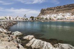 从防堤的看法在Puerto在大加那利岛的de Mogan 库存图片