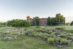 防御历史记录克拉科夫中世纪纪念波兰wawel 图库摄影