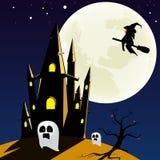 防御在山夜空和大月亮背景大厅 免版税库存照片