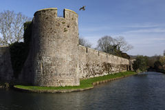 防御墙壁-主教宫殿-井-英国 库存图片
