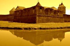 防御水道 老中世纪堡垒在城市Fagaras,特兰西瓦尼亚 库存图片