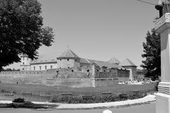 防御水道 老中世纪堡垒在城市Fagaras,特兰西瓦尼亚 免版税图库摄影
