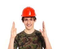 防护盔甲的微笑的年轻人 库存照片