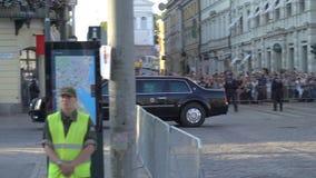 防暴警察监视抗议反对在王牌和普京山顶之间的会议在赫尔辛基,芬兰 影视素材