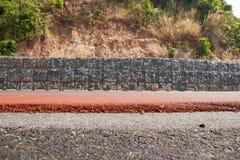 防止沿路的山崩的石块 库存照片