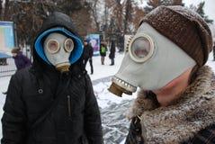 防毒面具人年轻人 库存照片