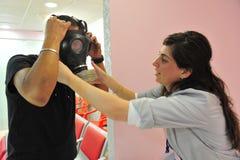 防毒面具发行在以色列 免版税库存图片