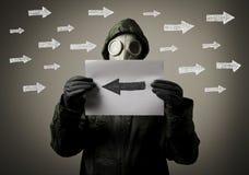 防毒面具和箭头 免版税库存图片