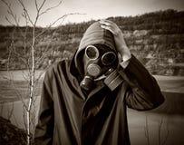 防毒面具的一个人 库存照片