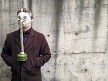 防毒面具的人 免版税库存照片