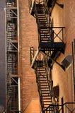 防火梯和砖 库存图片