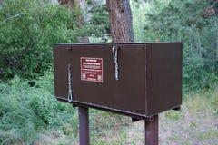 防熊的食物容器在怀俄明 免版税库存照片
