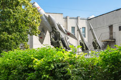 防空力量博物馆  与防空导弹系统S-200和S-125一起的苏联战机MIG-19 库存照片