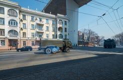 防空导弹系统被压低街道。 图库摄影