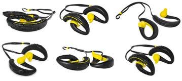防水耳机,黄色和黑,串珠用在b的水 免版税库存照片