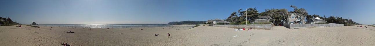 阳光、沙子和海浪在大炮海滩 免版税库存照片
