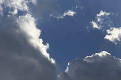 阳光从云彩的后面 库存图片