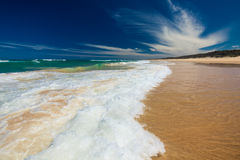 阳光在Caloundra北部的海岸海滩 库存照片