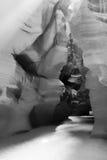 阳光射线通过裂隙砂岩岩石羚羊槽孔峡谷 库存图片