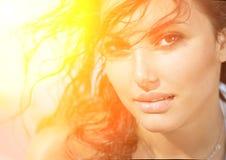 阳光性感的女孩画象 免版税图库摄影