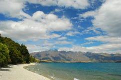 阳光海湾,瓦卡蒂普湖,昆斯敦,新西兰 免版税库存照片