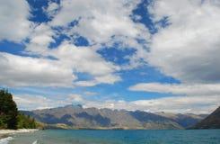 阳光海湾,瓦卡蒂普湖,昆斯敦,新西兰 免版税图库摄影