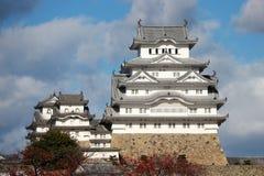 阳光的白姬路城有蓝天背景 亦称姬路城白色苍鹭城堡 库存图片