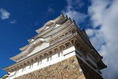 阳光的白姬路城有蓝天背景 亦称姬路城白色苍鹭城堡 免版税库存照片